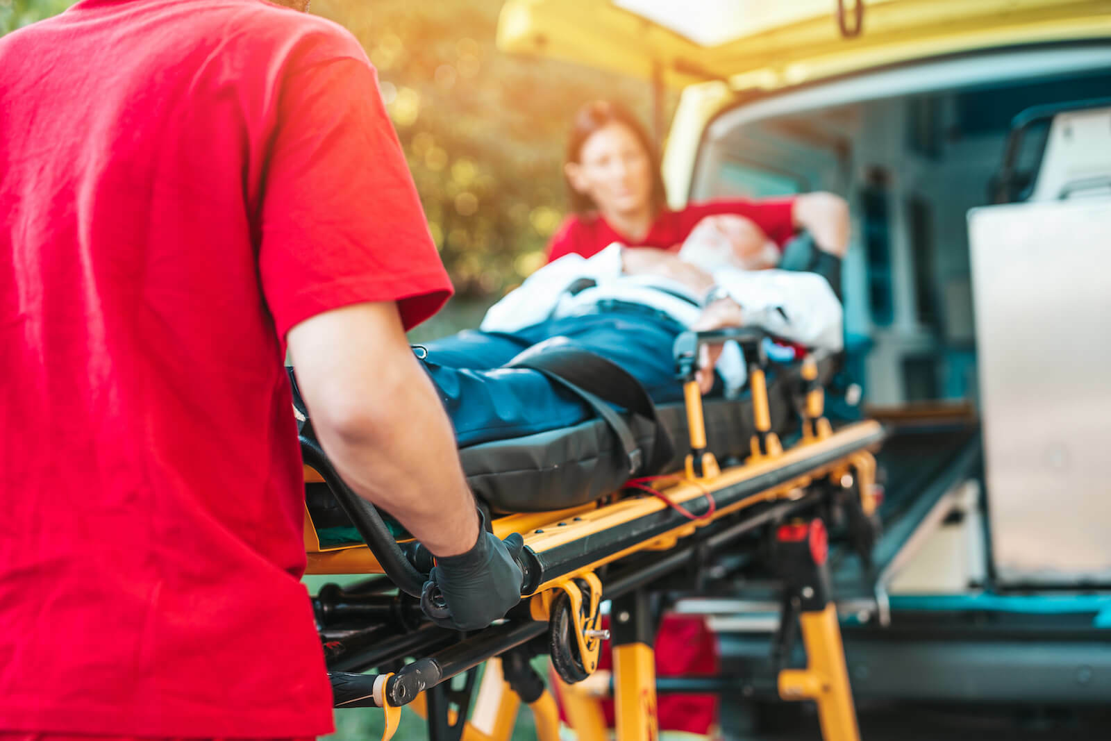 How to treat heat stroke: paramedics pushing a gurney with a patient in it